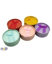 Подарочная коробка: для ювелирных изделий, цветная /ассорти/, круглой формы (диаметр 8,5 см, высота 3,5 см), с бантиком из органзы.